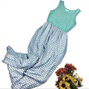 ☕️ 5/$25 charming Charlie chevron maxi dress